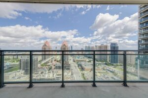 2 Bedroom Condo – Beautiful View (Square One)